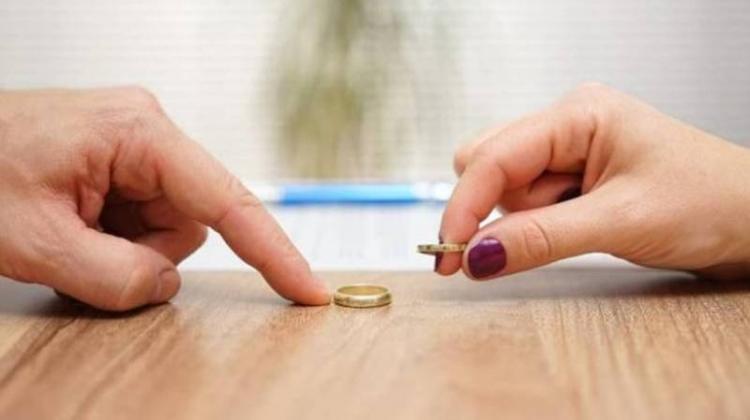 Η πολλή «κλεισούρα» έφερε...διαζυγιακή φαγούρα!