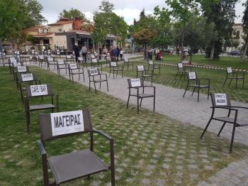 Άδειες καρέκλες στο πάρκο της Εληάς!