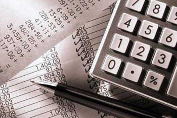Σταϊκούρας: Σε ποιους κλάδους σχεδιάζεται μείωση του ΦΠΑ