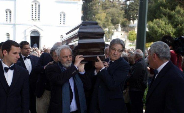 Ασφαλίζεις τα έξοδα της...κηδείας σου και «τσιμπάς» ένα 15άρι χιλιάρικα!