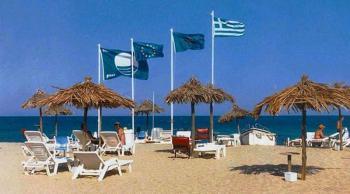 Δεύτερη μεταξύ 47 χωρών η Ελλάδα σε Γαλάζιες σημαίες για τις ακτές και τις μαρίνες