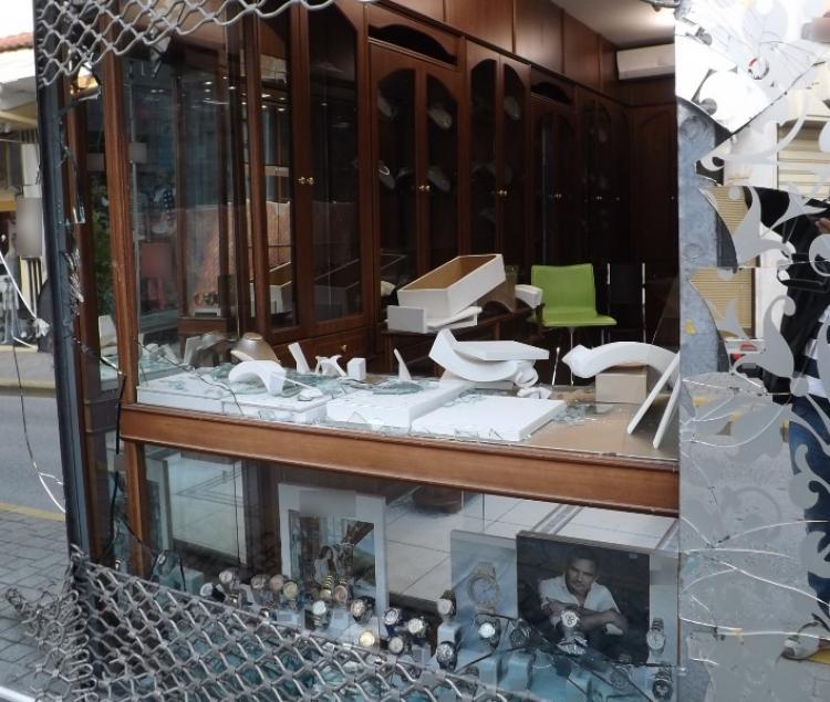 Εξιχνιάστηκε διάρρηξη κοσμηματοπωλείου στην Ημαθία, όπου αφαιρέθηκαν κοσμήματα αξίας πάνω από 80.000 ευρώ