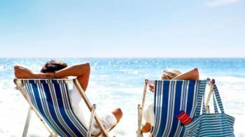 ΟΠΕΚΑ: Οι δικαιούχοι για κοινωνικό τουρισμό, κατασκηνώσεις – Η διαδικασία