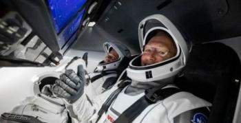 ΗΠΑ. Δισεκατομμύρια ιδιωτών για πτήση στο διάστημα, ενώ ένας άνθρωπος ξεψυχούσε!