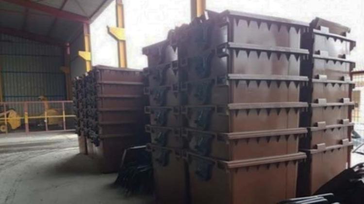 Χατζηδάκης: Καφέ κάδοι παντού έως το 2023 και δημοπράτηση 17 ΜΕΑ