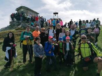 Προσκυνώντας τη χάρη του Αγίου Πνεύματος στα 2.000 μέτρα του Βερμίου