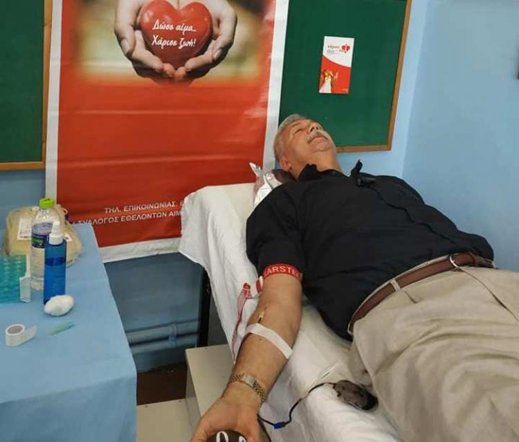 Εθελοντής αιμοδότης ο Διευθυντής!