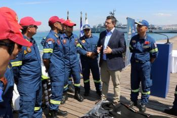 Ο Περιφερειάρχης Κ. Μακεδονίας Απ.Τζιτζικώστας παρέδωσε εξοπλισμό για την αντιμετώπιση των πλημμυρών στην Πυροσβεστική