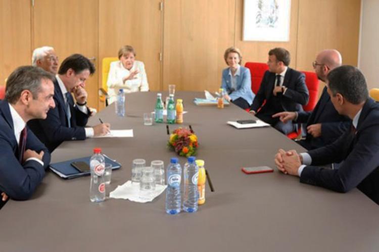 Σύνοδος Κορυφής : Έχουμε το πλαίσιο για συμφωνία, λέει η Μέρκελ – Επιφυλακτικός δηλώνει ο Μακρόν