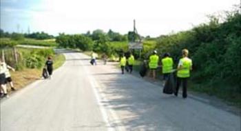 Καθαρισμός του δρόμου Ραχιάς-Βέροιας από τους «εθελοντές καθαριότητας» και παιδιά του πολιτιστικού συλλόγου Ραχιάς