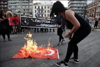 Οι σημαίες δεν καίγονται, κατακτώνται!