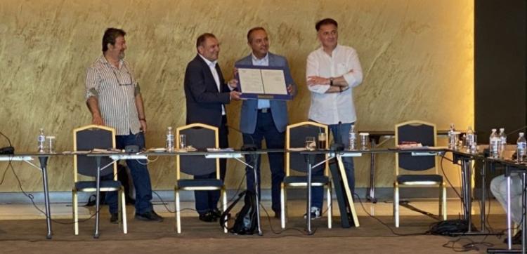 Η ΠΕΔ-ΚΜ τίμησε τον Θ. Καράογλου για τη συνεισφορά του στην αυτοδιοίκηση