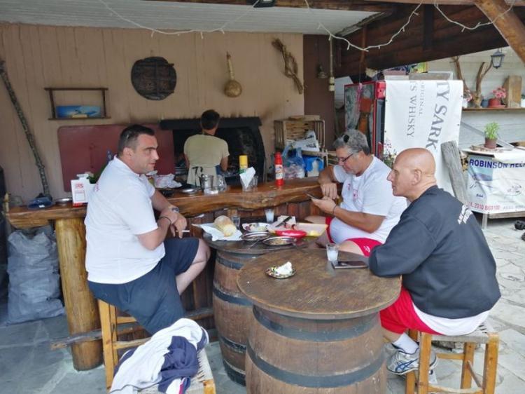 «Οικογενειακό» κλίμα και αποχαιρετιστήριο μπάρμπεκιου για το Φίλιππο Βέροιας στο Σέλι