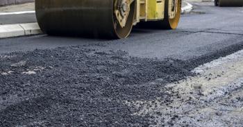 Ξεκινάει το έργο «Εργασίες βελτίωσης οδών Δήμου Αλεξάνδρειας» με την υπογραφή της σχετικής σύμβασης με την ανάδοχο εταιρεία