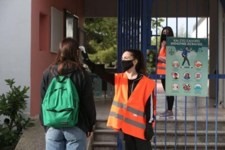 Δωρεάν μάσκες σε μαθητές και εκπαιδευτικούς – Πότε πρέπει να τις φοράνε, πώς θα λειτουργήσουν τα σχολεία