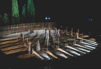 Λαμπερή πρεμιέρα για τις «Τρωάδες» του Ευριπίδη σε μια δύσκολη εποχή!