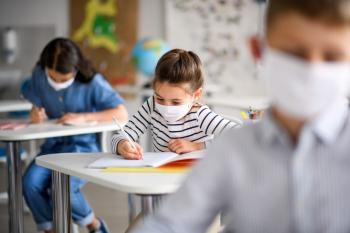 Για λιποθυμίες μαθητών κάνουν λόγο γονείς πολέμιοι της μάσκας…