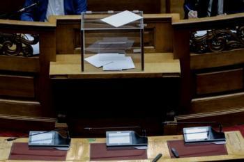 Βουλή : Ναι σε όλα μέσω...κινητού!