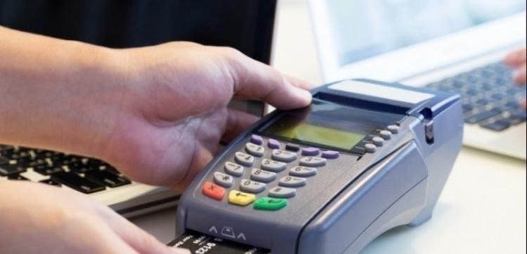 Παρατείνεται το όριο των 50 ευρώ για ανέπαφες συναλλαγές χωρίς PIN