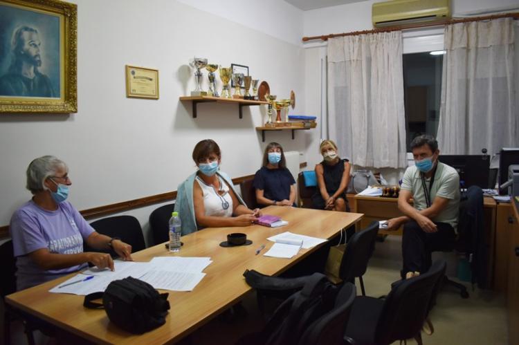 Επαφές Φρόσως Καρασαρλίδου με γονείς και εκπαιδευτικούς : «Ελλιπή τα μέτρα προστασίας στα σχολεία. Η κυβέρνηση επικίνδυνη για τη διαφύλαξη της δημόσιας υγείας»