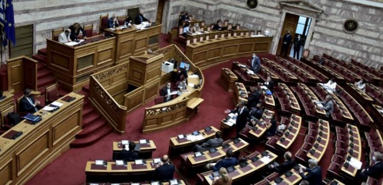 Πολιτική σύγκρουση ΝΔ - ΣΥΡΙΖΑ στη Βουλή για τις καταλήψεις στα σχολεία