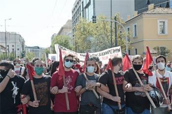 Τα...στυλιάρια σε τι εξυπηρετούν σε μια μαθητική διαδήλωση;