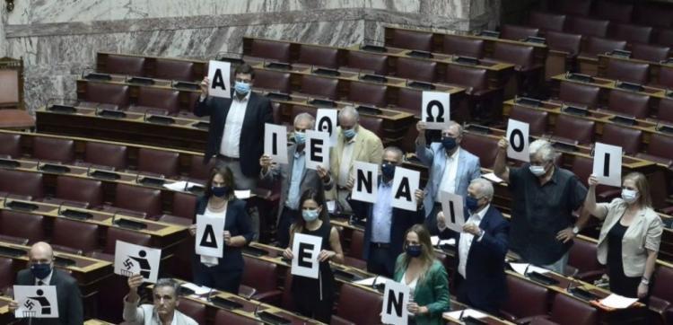 Ομόθυμη καταδίκη του φασισμού από όλα τα κόμματα της Βουλής