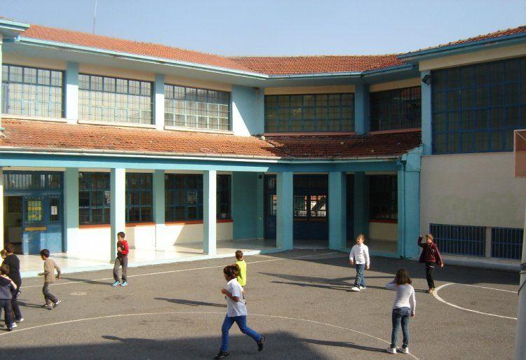 «Δεν θέλουμε σχολεία – τέρατα, επιβάλλεται να ανακόψουμε τον κατήφορο»