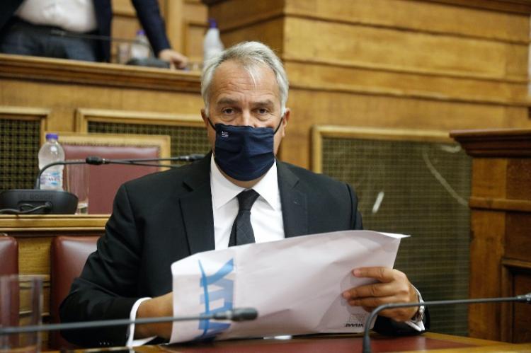 Αυστηροποίηση των ποινών για τους βασανιστές ζώων φέρνει ο ΥπΑΑΤ Μάκης Βορίδης στη Βουλή