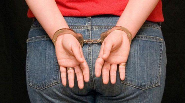 35χρονη στην Ημαθία συνελήφθη γιατί αφαίρεσε χρυσή αλυσίδα από το λαιμό 52χρονου