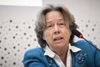 «Οι Έλληνες να αγαπήσουν το κρύο», συστήνει η κ. Αθηνά Λινού