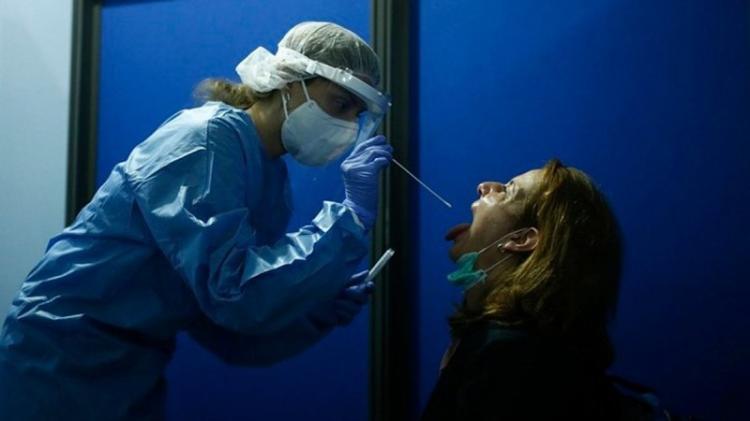 «Εφιάλτης» με 882 νέα κρούσματα κορωνοϊού, 290 στην Αττική, 188 στη Θεσσαλονίκη - 15 θάνατοι σε 24 ώρες - 5 στην Π.Ε. Ημαθίας