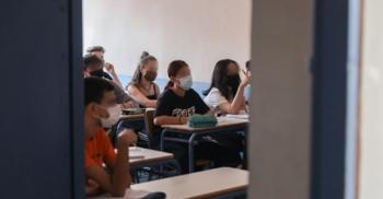 «Διάλειμμα μάσκας» ζητεί το υπ. Παιδείας από τον ΕΟΔΥ για τους μαθητές στα σχολεία
