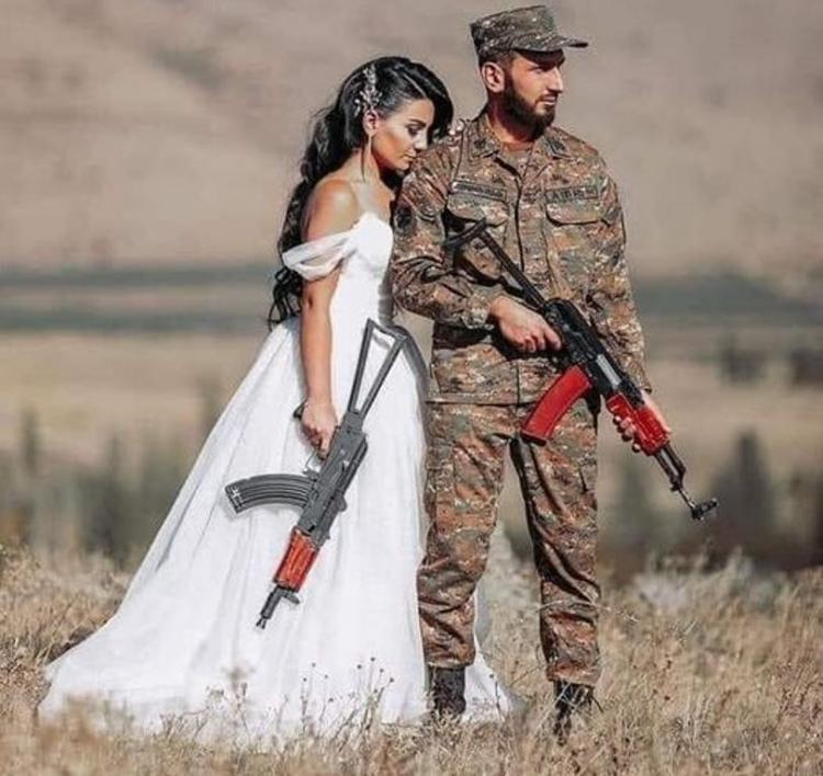 Γάμος με καλάσνικοφ!