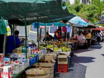 Εκτός πάγκων των λαϊκών αγορών μένουν τα βιομηχανικά είδη