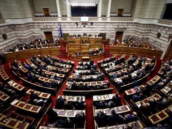 Στην Βουλή το νομοσχέδιο με αλλαγές σε επιδόματα ΟΠΕΚΑ, μείωση εισφορών και έκτακτο επίδομα σε αυτοαπασχολούμενους