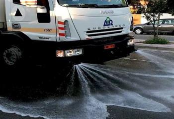 Στον καθαρισμό με αντισηπτικό υγρό, όλων των δρόμων, προχωρά από τη Δευτέρα ο Δήμος Η.Π. Νάουσας