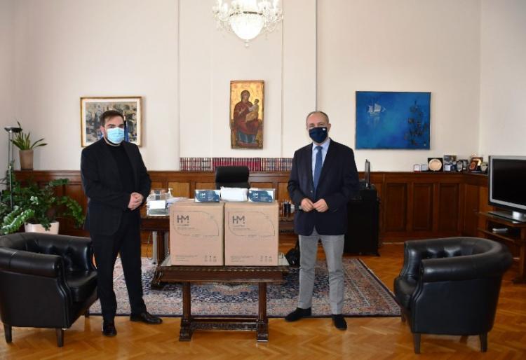 Δωρεά χιλιάδων μασκών σε υπηρεσίες αιχμής κατά του covid-19 με πρωτοβουλία του Θ. Καράογλου
