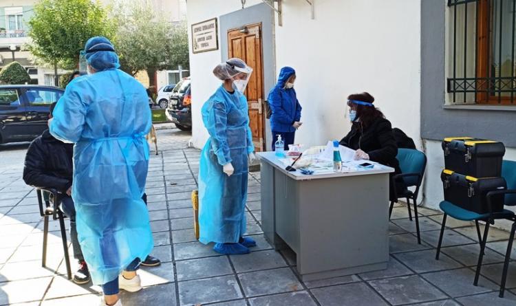 Στην περιοχή του Γηπέδου Νάουσας την Τετάρτη κλιμάκιο του ΕΟΔΥ, σε συνεργασία με το Δ.Νάουσας, για τη διενέργεια rapid tests σε δημότες, με τη διαδικασία drive-through