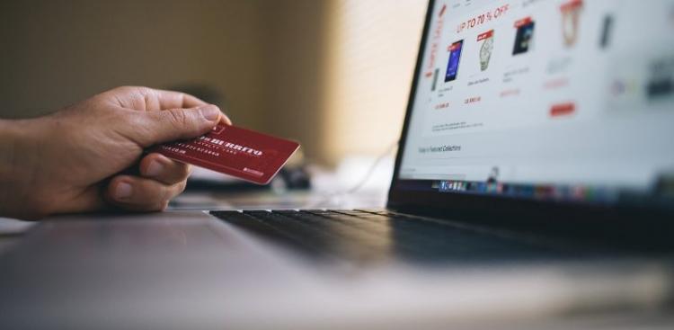 Τσακίρης: Μέχρι 5.000 ευρώ επιδότηση μέσω ΕΣΠΑ για τη δημιουργία e-shop