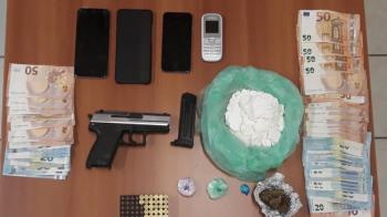 Με όπλο κλεμμένο από αστυνομικό διακινούσαν κοκαΐνη