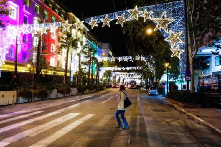 Κορωνοϊός: Ο πλήρης οδικός χάρτης των γιορτών - Ποια καταστήματα θα λειτουργήσουν - Τι θα γίνει με τις εκκλησίες