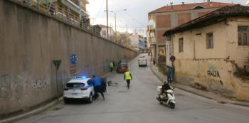 Σύγκρουση ΙΧ με μηχανάκι στη Βέροια, δύο τραυματίες μεταφέρθηκαν στο νοσοκομείο Βέροιας