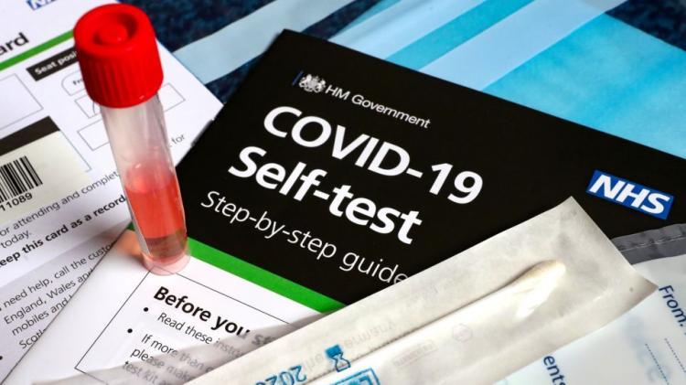 self tests : Γιατί δωρεάν και υποχρεωτικά μόνον για ορισμένους και όχι δωρεάν αλλά προαιρετικά για όλους;
