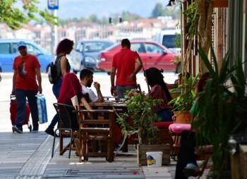 Πώς θα πηγαίνουμε σε εστιατόρια, καφέ - Πόσοι θα κάθονται σε κάθε τραπέζι, τι ώρα θα φεύγουμε