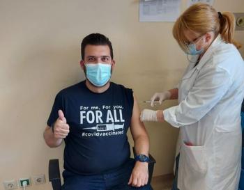 Εμβολιασμένος και με το μήνυμα στο φανελάκι πλέον!