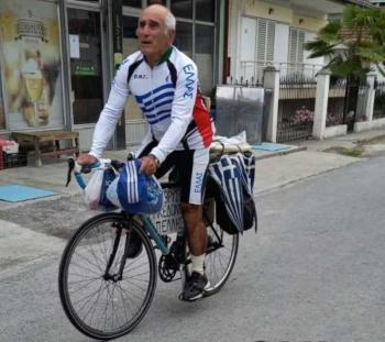 Βάζοντας τα...ποδηλατικά γυαλιά σε πολύ νεότερους!