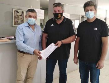 Κατάθεση ψηφίσματος διαμαρτυρίας από Σωματείο Τεχνιτών Ξυλουργών και Ομοσπονδία Επαγγελματιών-Βιοτεχνών Βέροιας στον προϊστάμενο του ΟΑΕΕ-ΕΦΚΑ