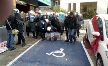 Επεισόδια και συλλήψεις έξω από σούπερ-μάρκετ της πρώην «Καρυπίδης» κατά τη διαμαρτυρία απολυμένων εργαζομένων