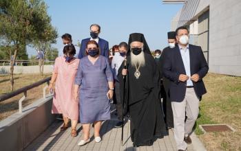 Στα εγκαίνια του αρχαιολογικού πάρκου της Νεκρόπολης των Αιγών παρευρέθηκε ο Σεβασμιώτατος παρουσία της Υπουργού Πολιτισμού κ. Λίνας Μενδώνη